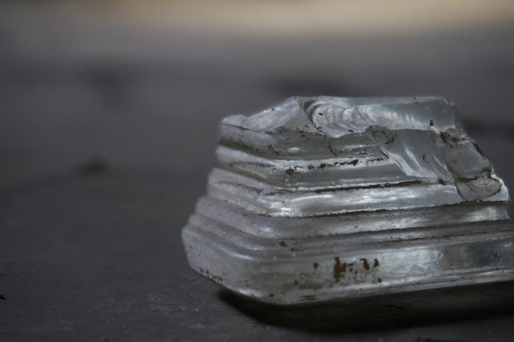 Schwebender Glasstein